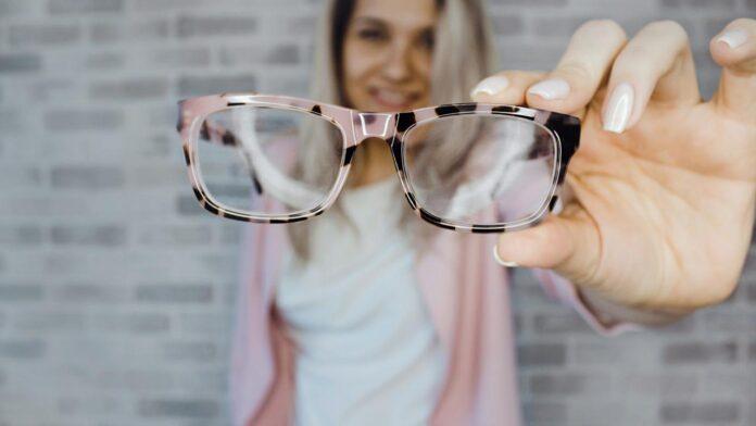 Έρευνα: Σε λίγο καιρό δεν θα φοράει κανείς γυαλιά μυωπίας