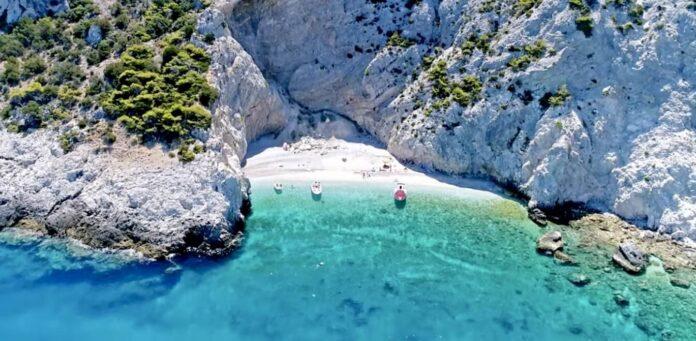 «X-Beach»: Όλοι φέτος μιλούν για μια ονειρική παραλία